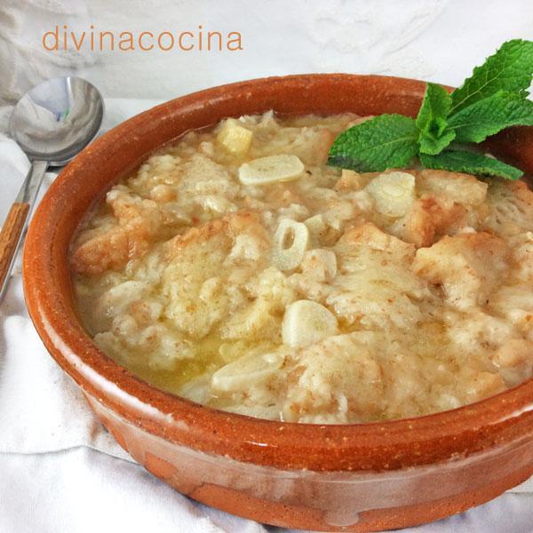 Sopa de ajo con hierbabuena