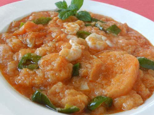 sopa de tomate con gambas
