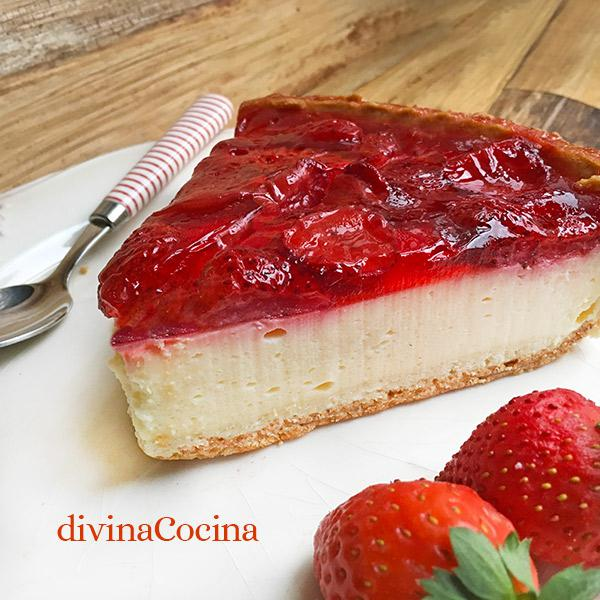 tarta de yogur y fresas en el microondas