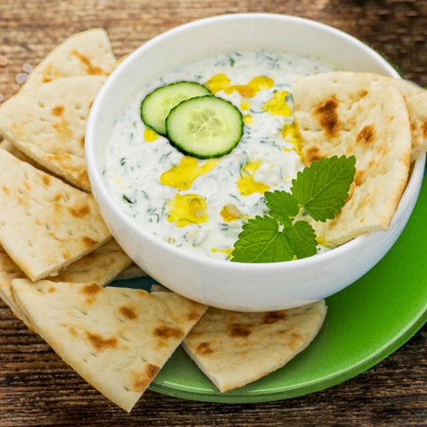 tzatziki griego salsa yogur y pepino